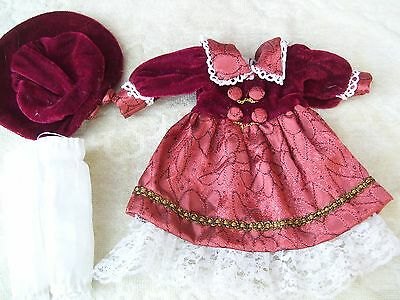 Alte Puppenkleidung Red Silky Dress Hat Outfit vintage Doll clothes 25 cm Girl