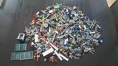 Mixed Lot of LEGO Building Pieces 2.7 Pounds Variety of Colours + Technic Parts