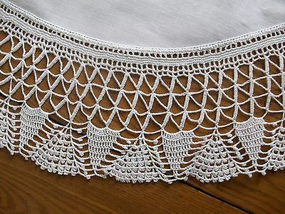"Lovely Vintage 28"" White Linen Tablecloth Or Centerpiece ~4"" Hand Crocheted Edge"