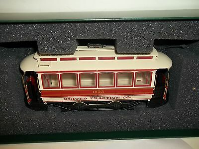 BACHMANN SPECTRUM UNITED TRACTION CLOSED STREET CAR On30 SCALE  WITH BOX