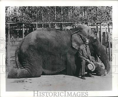 1965 Press Photo Henry Ford Poses on an Elephant, San Diego Zoo, California