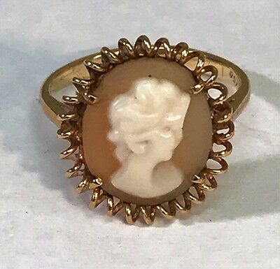 Lovely Vintage Antique 18K Gold Filigree Right Facing Carved Cameo Ring- Size 4