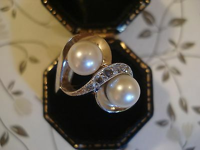 Beautiful Vintage 1940's 18CT Gold, Lustrous Pearls & 5 Sparkling Diamonds Ring