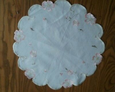 """Pretty 15"""" Vintage Hand Embroidered Floral Doily ~ Silk Embroidery"""