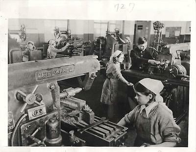 WWII Russian War Orphans Train with Milling Machines in Novosibirsk Press Photo