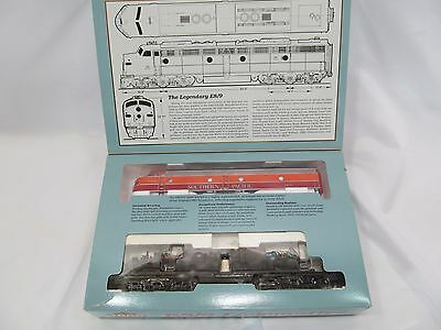 Proto 2000 E8/9 Southern Pacific # 6051 Diesel Locomotive Engine 8101 in C-9