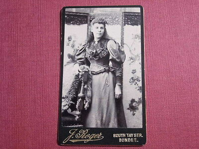 DUNDEE. VICTORIAN CARTE DE VISITE by J ROGERS.  STRIKING PORTRAIT of YOUNG WOMAN