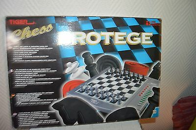 Jeu  D Echec Electronic Tiger Chess Protege Computer Chess Dame
