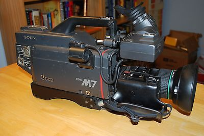 Sony DXC-M7 3CCD Video Camera w/Case,Lens,Tripod Plate
