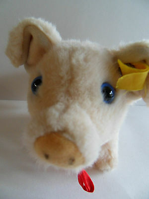 Steiff pig  miniature pig  Jolanthe  button flag made in Germany 460