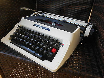 Vintage Silver Reed 500 Portable Typewriter Excellent Condition