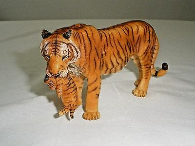 "Papo Wild Animal Kingdom Figure, Tigress with Cub Collectibles 5.7""x1.38""x2.56"""