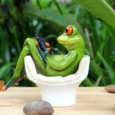 "Novelty Frog Figurines-- ""Frog On The Toilet Playing"" Cute Resin Sculpture 029"