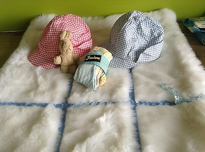 AUTHENTIC VINTAGE 1970s UNUSED BABY BUNDLE SUN HATS SOCKS 3/12 M