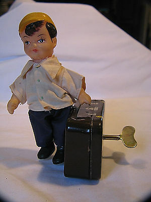 1960s VINTAGE YOUNG TRAVELER BOY SUITCASE WIND UP TIN TOY