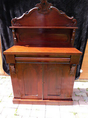 Lovely Antique Victorian Mahogany Chiffonier/sideboard.