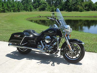 2016 Harley-Davidson Touring  2016 Harley Roadking only 4K miles...Looks and runs great!!