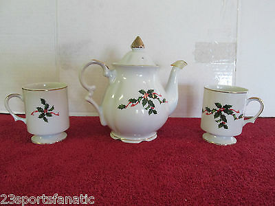Lefton Christmas Holly Coffee / Tea Pot And 2 Pedestal Cups Japan 03031