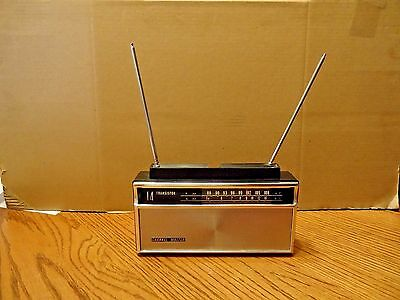 Vintage 1960s Channel Master Model 6518A Transistor Radio