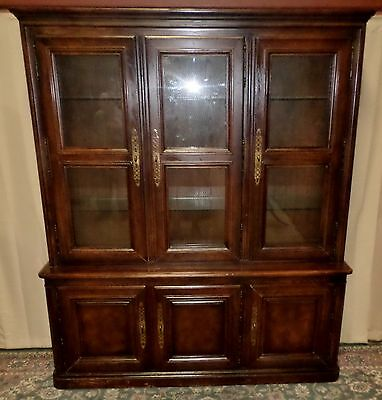 HENREDON OAK CHINA CABINET Four Centuries Lighted Hutch Wire Mesh Glass Doors