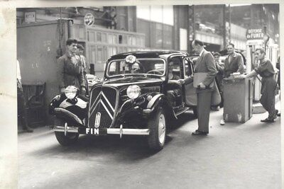 1938 ? Citroen Traction Avant on Assembly Line ORIGINAL Factory Photo wy3115