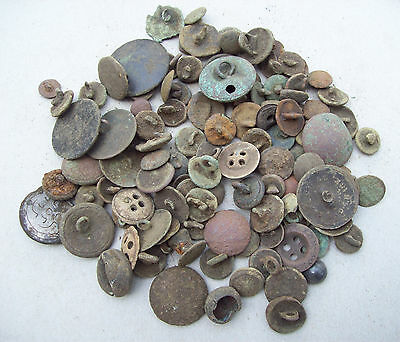 Dug lot scrap buttons 1600's and later Detecting finds. lot nr. 3