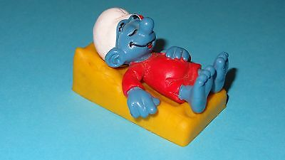 Smurfs Bed Smurf Sleeping on Yellow Mattress Lazy Rare Vintage Display Toy