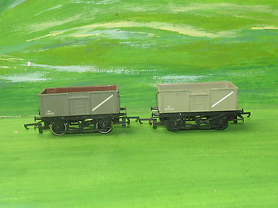 2 x Triang 16T Grey open mineral wagons B75201 - OO Gauge