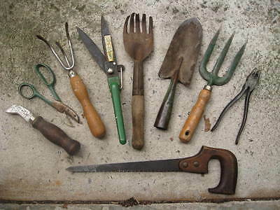 9 Vintage WOOD HANDLE GARDEN TOOLS Diggers CLIPPERS Hand Saw TROWEL Spade KNIFE