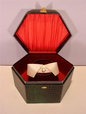 Antique Collar Box Green Leatherette Polygon With Men's Collar C1900