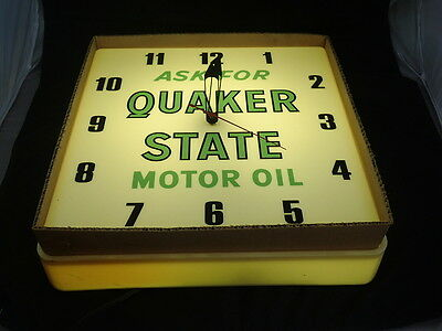 Vintage Quaker State Motor Oil Clock Plastic 16 Inch WORKS-- NEW IN BOX NOS