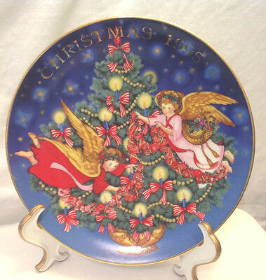 Avon 1995 Christmas Plate Angels Trimming The Tree Art By Peggy Toole Ec