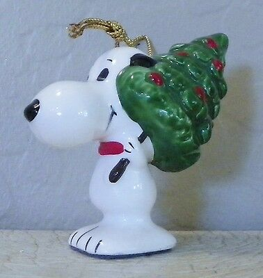 Vintage Peanuts Determined Ceramic Snoopy With Christmas Tree Ornament 1975