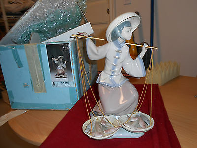 "Lladro  ""fish Of Plenty"" #5172  Oriental Fish Seller Mint Condition"
