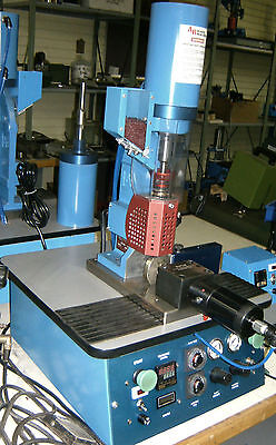 AB-100 PLASTIC INJECTION Machine, Table Top, 6 Grams Shot Capacity