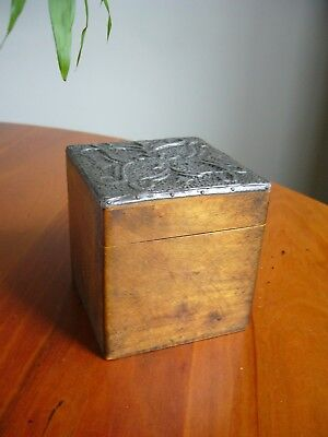 A Lovely Old Small Antique Victorian Wooden Tea Caddy - (Arts & Crafts?).