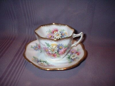 Vintage Rosina Cup & Saucer ~ Daisies Scalloped Brushed Gold Edges ~ Vgc