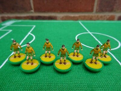 + 7 x Subbuteo Heavyweight Spare Players - NORWICH (WITH TRIM VERSION) Ref: 28 +