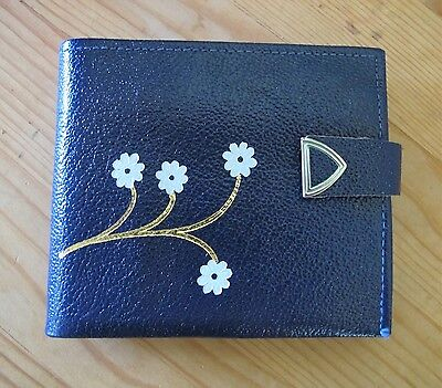 WALLET Genuine LEATHER Navy embossed daisy 1960s-70s VINTAGE Purse NWT Bi fold