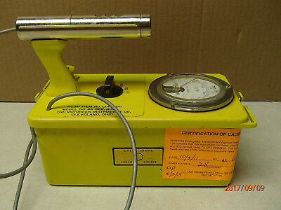 Victoreen CDV-700 model 6A geiger counter, calibrated 2011, works! Serial 77343