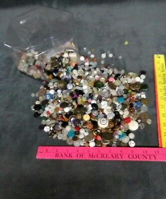 MIXED UNSORTED LOT of ANTIQUE VINTAGE COLLECTIBLE BUTTONS