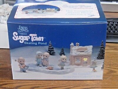 Precious Moments Complete 7 Pc Sugar Town Skating Pond Collector's Set In Box