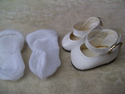 Alte Puppenkleidung Schuhe Vintage White Lashed Shoes Socks 40 cm Doll 51/2 cm