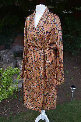 Vintage Gold Paisley Dandy Wilde Silky Dressing Gown Smoking Jacket 1960s
