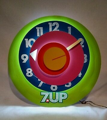"""RARE 1970's VINTAGE WORKING 16"""" LIGHTED 7 UP CLOCK by Everbrite Signs Bottle"""