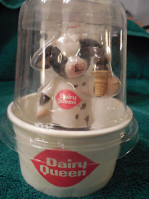 """Enesco Mary Moo Moos 2001 Dairy Queen """"Sharing A Special Treat with Moo"""" 864803"""