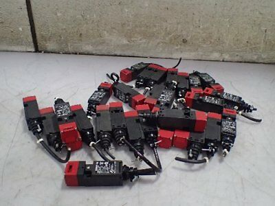 28 OMRON/STI D4NS-2BF DOOR SWITCHES SAFTEY SWITCHES 240vAC/250vDC