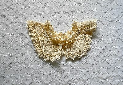 Vintage 50s/60s Frilly Cream Crocheted Ruffle Collar Neckpiece with Pearl Button