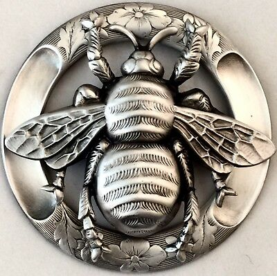 """HUGE VINTAGE 2 1/2""""INCH~Brass~Antique &Vintage""""LARGE AND WIDE BEE""""PICTURE Button"""