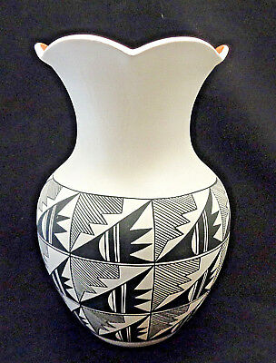 """Acoma Indian Pottery Hand Painted Pot~ Large 11"""" Tall"""